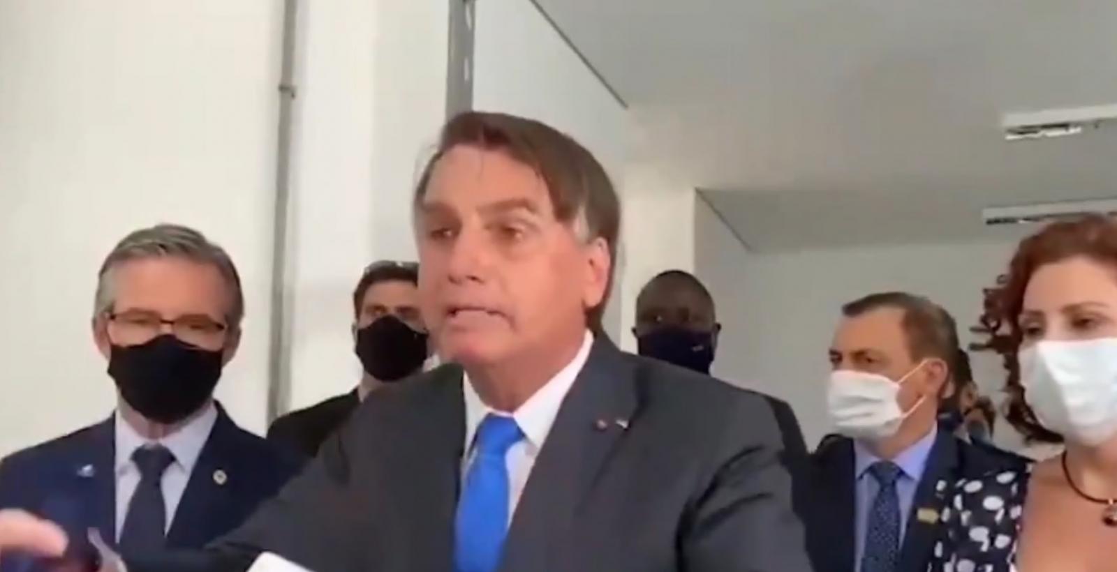 Bolsonaro critica rede Globo