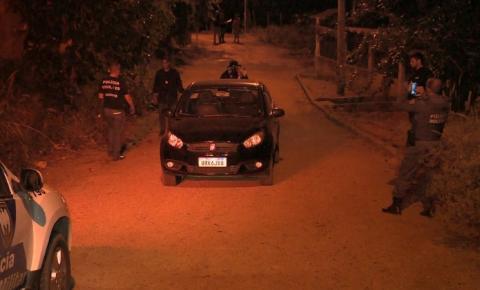 Casal é retirado de carro e assassinado em pasto em Cariacica