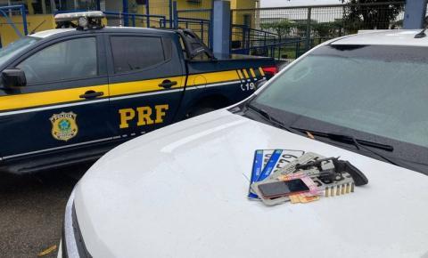 PRF recupera veículo roubado e apreende arma de fogo, durante fiscalização em Linhares (ES)